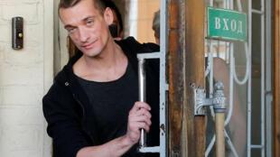 L'artiste activiste Piotr Pavlenski à sa sortie du tribunal de Moscou, le 8 juin 2016.