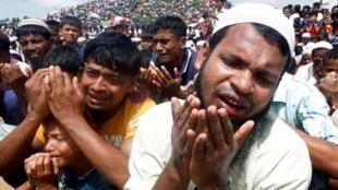 Người Rohingya cầu nguyện đánh dấu hai năm rời Miến Điện sang tị nạn tại Bangladesh, trại Kutupalong ở Cox's Bazar, ngày 25/08/2019.