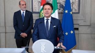 即将卸任的意大利总理孔特接受组建新政府。