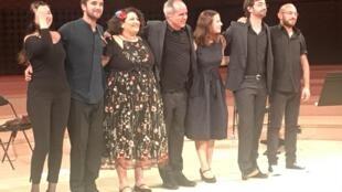 Rodrigo Leão (ao centro) acompanhado pelos seus músicos. La Seine Musicale, Paris. 9 de Outubro de 2018.