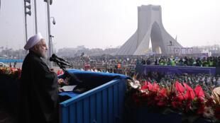 Hassan Rohani tomó la palabra ante miles de iraníes reunidos para protestar contra Donald Trump.