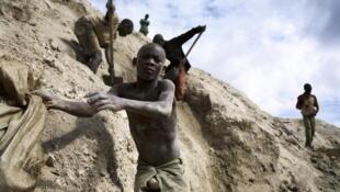 Mines de Ruashi, à 20km de Lubumbashi, au Katanga (RDC). Décembre 2005.
