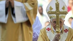 Папа Римский Бенедикт XVI (Benoît XVI) в городе Фатима в Португалии, 13 мая 2010 года