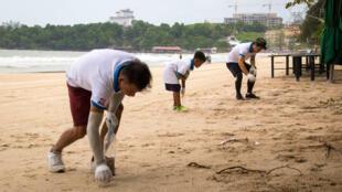 Au Cambodge, «la jeunesse des ordures» s'engage pour lutter contre les problèmes environnementaux.
