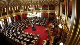 Parlamento norueguês (Storting) celebra hoje um ato em memória das vítimas do duplo atentado cometido no país.
