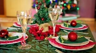 Bàn tiệc Giáng Sinh của người Pháp. Ảnh minh họa.