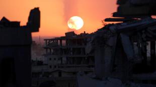 После четырех месяцев боев повстанцы взяли под контроль почти всю территорию Эр-Ракки. Этот город джихадисты объявили своей «столицей».