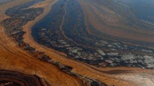 Thảm họa tràn dầu vịnh Mêhicô năm 2010, một trong những khủng hoảng lớn nhất của ngành dầu khí.