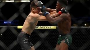 Le Nigérian Sodiq Yusuff lors de son combat face au Mexicain Gabriel Benitez, le 17 août 2019, lors de l'UFC 241.