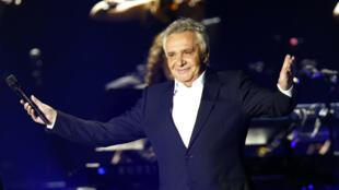 Мишель Сарду на концерте в Париже 12 декабря 2012 года