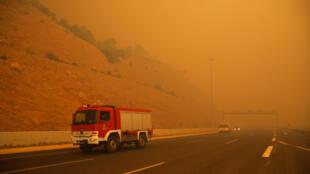 В результате пожаров в Греции погибли более 60 человек