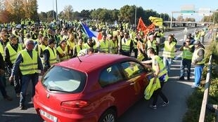 Yellow Vests on the Bordeaux ringroad on Saturday