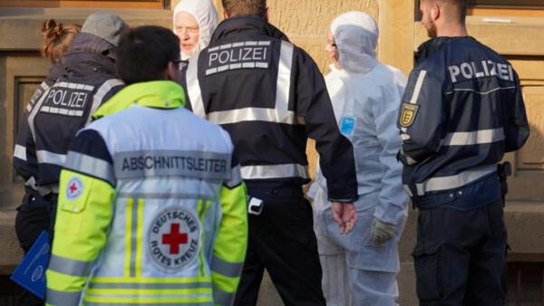 Криминалисты на месте стрельбы в городе Рот-ам-Зе