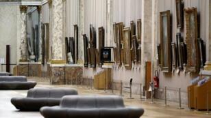 Galeria do museu do Louvre, o mais frequentado do mundo, que também registrou queda no número de visitantes em 2019.