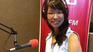 កញ្ញា Aya Tomotaki ជាសិស្សបរទេសតែម្នាក់គត់ ដែលបានរៀនចប់នៅសាលាភូមិន្ទរដ្ឋបាល នៅក្រុងភ្នំពេញ ក្នុងឆ្នាំសិក្សា២០១៥នេះ។ និស្សិតជប៉ុនរូបនេះ មានសុបិនធ្វើជាឯកអគ្គរាជទូតជប៉ុន ភេទស្រីដំបូងគេ ប្រចាំនៅប្រទេសកម្ពុជា។