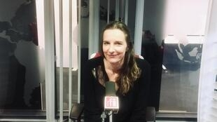 Amandine Dhée, écrivaine française en studio à RFI (février 2020).