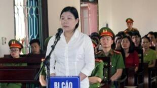 Bà Trần Thị Xuân tại tòa án Hà Tĩnh, ngày 12/04/2018.