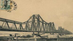 Cầu Long Biên (pont Doumer) đầu thế kỷ XX.
