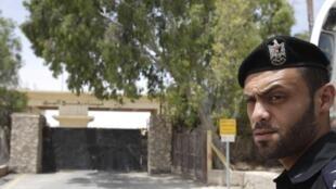 Um membro do Hamas próximo a Gaza.