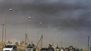 عقب نشینی شورشیان لیبی پس از تهاجم حامیان قذافی