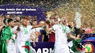 Les Algériens célèbrent leur victoire à la CAN 2019 au Caire, le 19 juillet 2019.