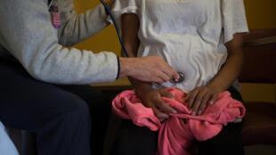Une femme venant du Guatemala enceinte de six mois examinée à Tucson, Arizona, le  30 novembre 2018. (Illustration)