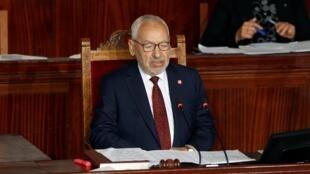 Rached Ghannouchi, chef historique du parti d'inspiration islamiste Ennahdha arrivé en tête des législatives d'octobre en Tunisie, a été élu mercredi 13 novembre président du Parlement.