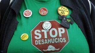 El desahucio, o la pérdida de su vivienda, es una de las consecuencias más críticas derivadas del contexto actual en España.