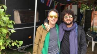 Sofiane Saïdi (d) et Julien Lesuisse du groupe Mazalda (g) enchaînent les concerts d'Agadir à Amsterdam en passant par Roskilde.