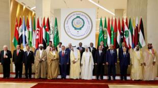 Photo de famille le 15 avril 2018 au 29e sommet de la Ligue arabe à Dhahran en Arabie saoudite.