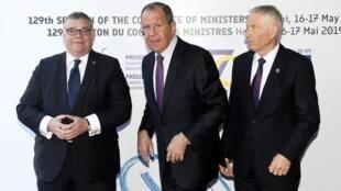 Слева направо: глава МИД Финляндии Тимо Сойни, глава российского МИД Сергей Лавров, генсек СЕ Турбьёрн Ягланд