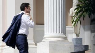После трудной ночи переговоров Алексис Ципрас вернулся в Афины, 13 июля 2015.
