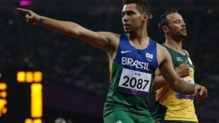 Brasileiro Alan Fonteles venceu a prova 200m rasos T44 neste domingo, 02/09/2012, em Londres.