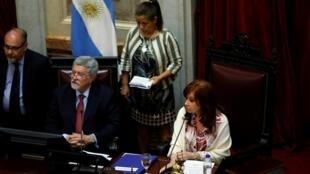 Sessão do Senado foi comandada por ex-presidente Cristina Kirchner, que também é vice-presidente da Argentina.