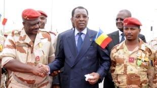 Janar Oumar Bikimo tareda rakiyar Shugaban kasar Idriss Deby Itno a Djamena