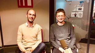 Nicolas de Crécy et Nicolas Michel, auteurs de littérature jeunesse en studio à RFI (novembre 2018).