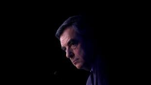 François Fillon, candidato da direita francesa, perde apoios preciosos a cada dia