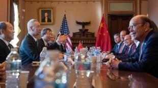 美中代表進行貿易談判。