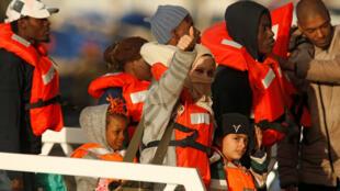 49 спасенных в Средиземном море мигрантов получили разрешение высадится на Мальту