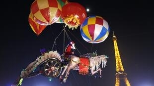 Helium-filled balloons near the Eiffel Tower in Paris, 12 December 2013.
