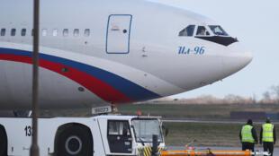 Máy bay đưa nhân viên ngoại giao Nga tại Luân Đôn bị trục xuất về nước ngày 20/03/2018.