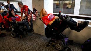 Manifestants en faveur du maintien de l'Obamacare, à Washington, le 25 septembre 2017.