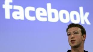 លោក Mark Zuckerberg អគ្គនាយក និងជាអ្នកបង្កើត Facebook