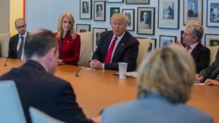Donald Trump ontem nas instalações do New York Times.