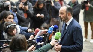 O Primeiro-ministro Edouard Philippe responde as perguntas dos jornalistas na soleira do Ministério do Trabalho, depois do seu encontro com os sindicatos.Paris.07 de Janeiro de 2020
