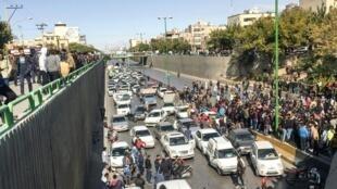 صحنهای از اعتراضات مردم در آبان ۹۸