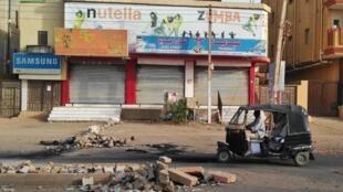 Desde a repressão policial de segunda-feira o comércio em Cartum está paralisado e este domingo o movimento continuou