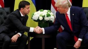 Tổng thống Mỹ Donald Trump (P) và đồng nhiệm Ukraina Volodymyr Zelensky, New York, ngày 25/09/2019