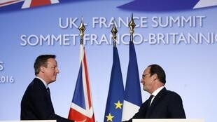 French President Francois Hollande (R) shakes hands with Britain's Prime Minister David Cameron after a joint news conference during a Franco-British summit in Amiens, northern France, March 3, 2016