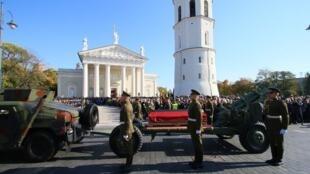 Lễ an táng di hài của Adolfas Ramanauskas, lãnh tụ kháng chiến Litva (1944-1953) chống Liên Xô, tại thủ đô Vilnius ngày 06/10/2018.